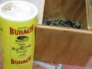 Box_with_powder_insecticide